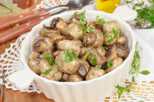 Grilled mushrooms. Mushrooms with Garlic and Thyme