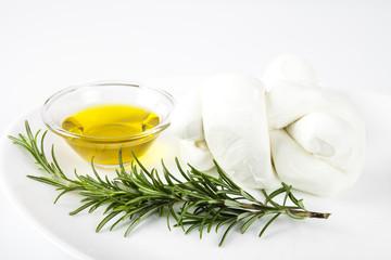 Prodotti tipicamente italiano ; mozzarella fresca di bufala