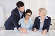 Business Team: Menschen im Büro in Besprechung