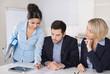 Business Meeting im Büro: Männer und Frauen