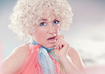 fashion shots 07-curly blond wondering