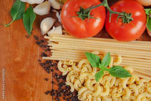 spaghetti and macaroni ingredients on wood