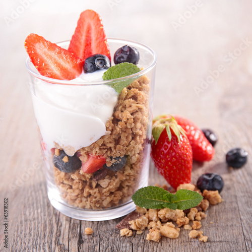 berry and muesli
