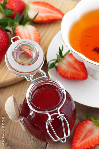 Tea with strawberries