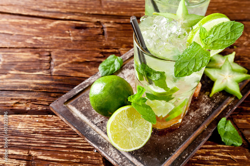 canvas print picture Fresh mojito drinks on wooden background