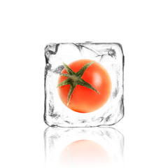 Tomate im Eiswürfel