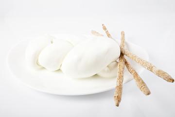 Treccia di mozzarella fresca italiana con grissini