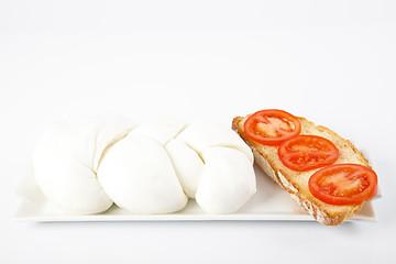 Mozzarella con pane e pomodoro
