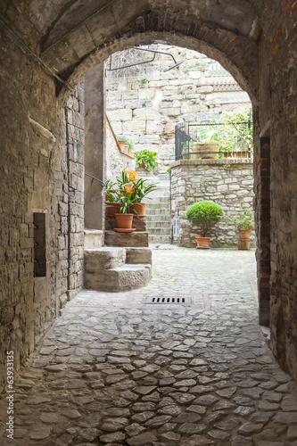 narrow alley - 63933135