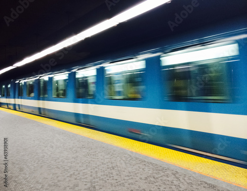 Leinwanddruck Bild Subway train in Montreal