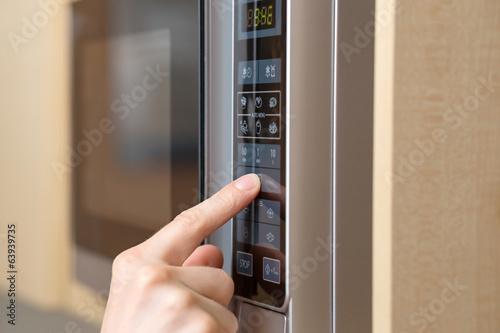 Fotobehang Koken Using microwave oven