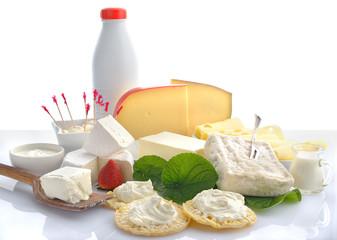 formaggi e latticini freschi fondo bianco orizzontale
