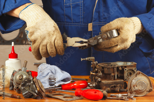 Repair of parts of the old engine in the workshop