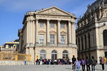 Turisti in visita alla reggia di Versailles - Francia