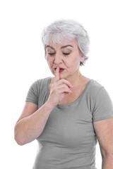 Ältere nachdenkliche Frau isoliert auf Weiß