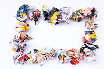 Cornice di carta arrotolata da rivista