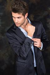 Uomo elegante e affascinante
