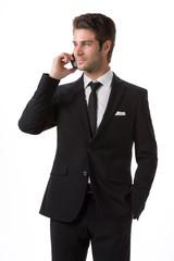 Uomo elegante al telefono cellulare