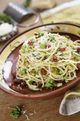 Pasta with peas, sausage and breadcrumbs