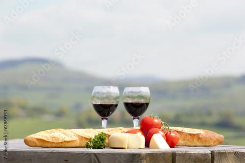 Foto op Canvas Picknick Wein, Käse und Brot