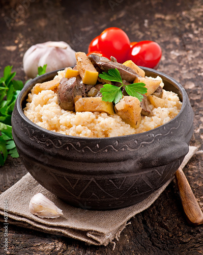 Wheat porridge with liver and apples