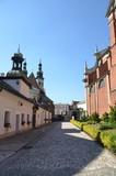 Allée donnant sur l'église saints pierre et paul, Cracovie