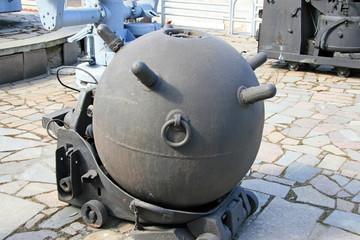 Naval mine