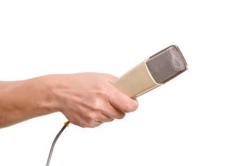 männliche Hand hält ein Mikrofone