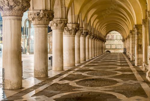 Ancient Columns in Venice. Arches in Piazza San Marco, Venezia - 63980999