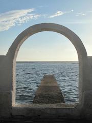 Il mare sotto l'arco