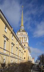У главного здания Адмиралтейства весенним днем. Санкт-Петербург