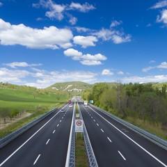 traffico in autostrada in estate