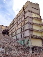 Baustelle mit Abrisshaus
