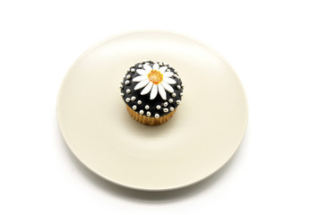 chocolate cupcake with a daisy