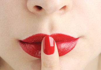 red lips with nail do silence