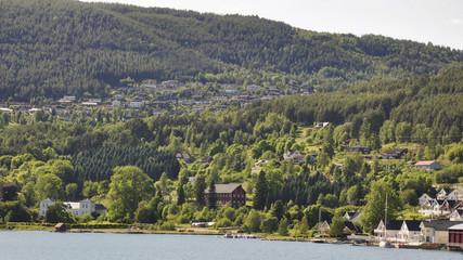 Kaupanger, Dorf, Bucht, Fährenfahrt, Laerdalsfjord, Norwegen