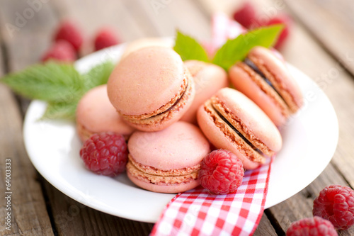 Macarons with raspberries