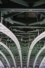 Brücke von unten in Wien 4