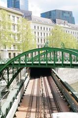 Rundbogenbrücke in Wien 5