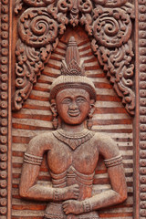 thai  wood  carving  on  the door temple