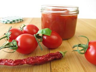 Scharfe Tomaten Konfitüre mit Chili