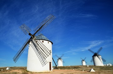 ラ・マンチャ地方 カンポ・デ・クリプターナ(スペイン)の風車