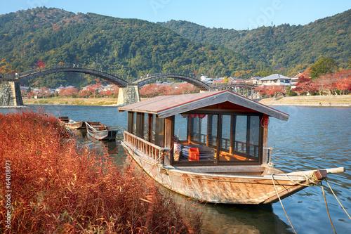 Papiers peints Japon Boat and Kintai Bridge over Nishiki river in Iwakuni