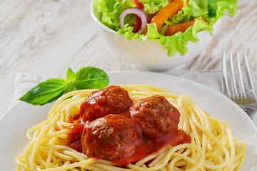 spaghetti with meatballs sauce