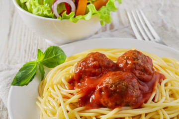 spaghetti with meatballs sauce