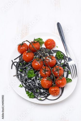 black pasta with roasted tomatoes and parsley, top view