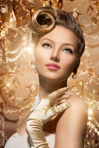 Luxury Styled Beauty Lady Portrait. Retro Woman
