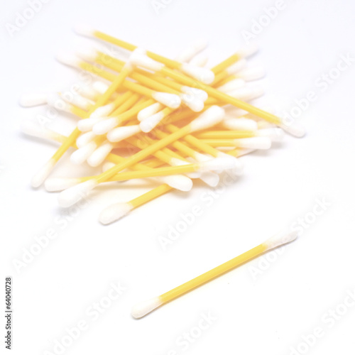swab or cotton bud