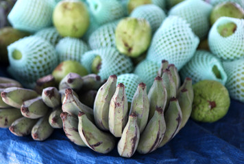 market bananas