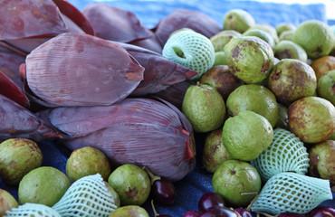 market guavas